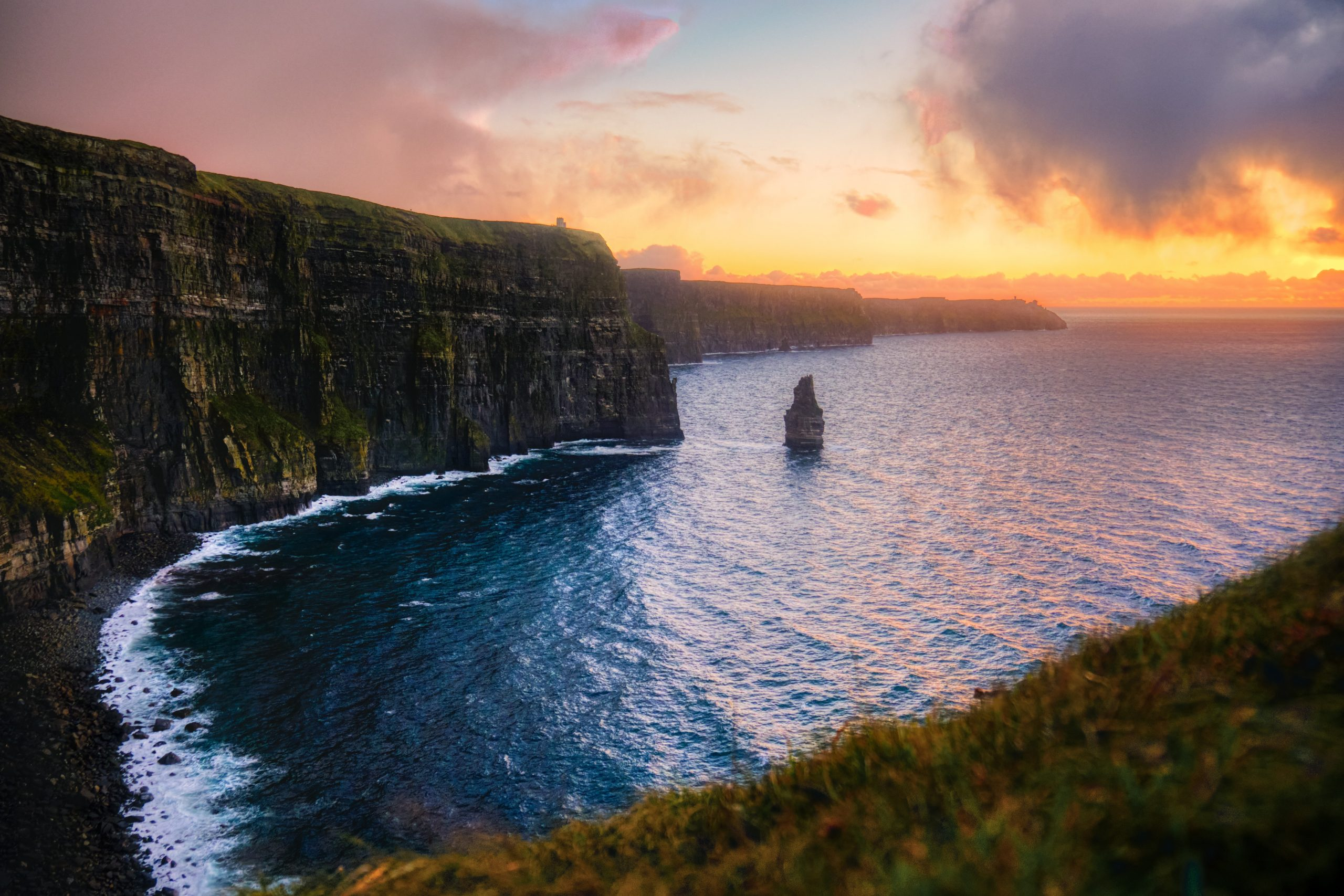Cliff Of Moher, Ireland By Federico Beccari [Source : unsplash]